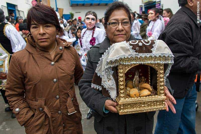 Sponsors carrying a small version of the Virgin in the Paucartambo Festival, Peru (©photocoen)
