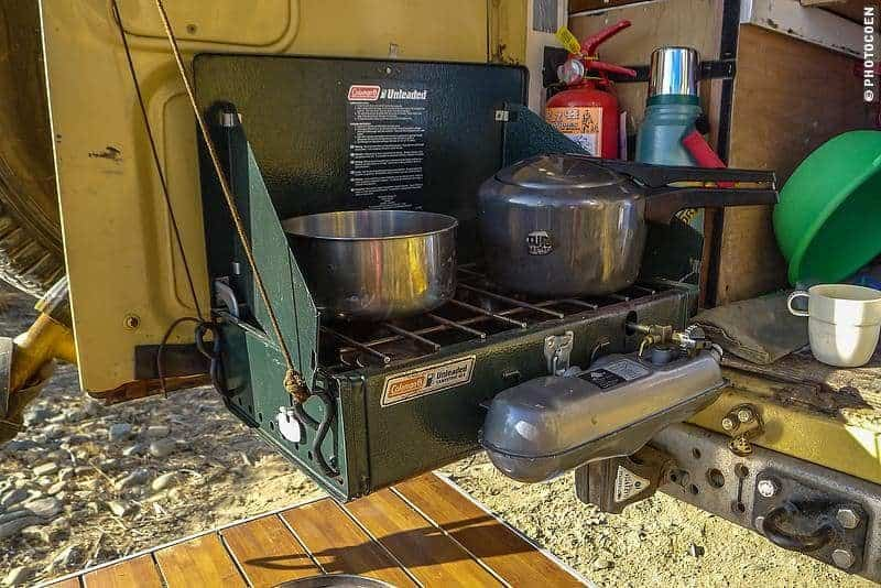 Cooking on the road with the Coleman suspended in mid air [©photocoen]