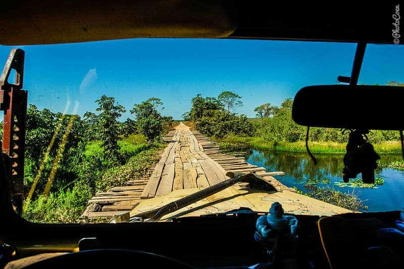 Driving in the Pantanal (©photocoen)
