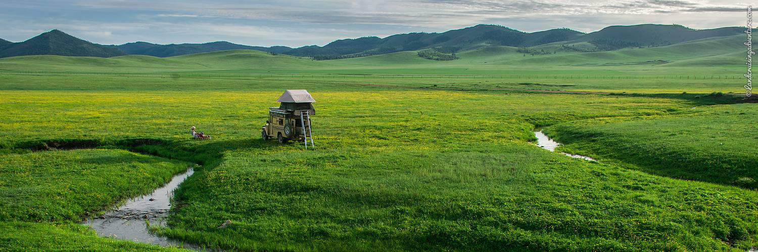 Overland camping in Mongolia (©Coen Wubbels)