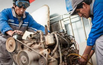 The Land Cruiser Restoration in Bolivia (2) – Cultural Differences, Car Welding and Engine Testing