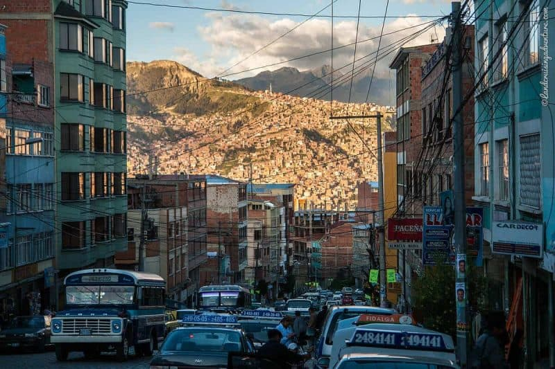 Car Part Shopping in La Paz, Bolivia (©Coen Wubbels)