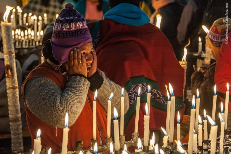 women burning candles, Religious Festival in Peru, Q'ollor Ritty (©Coen Wubbels)