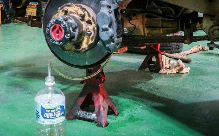Fixing the brakes of the Land Cruiser