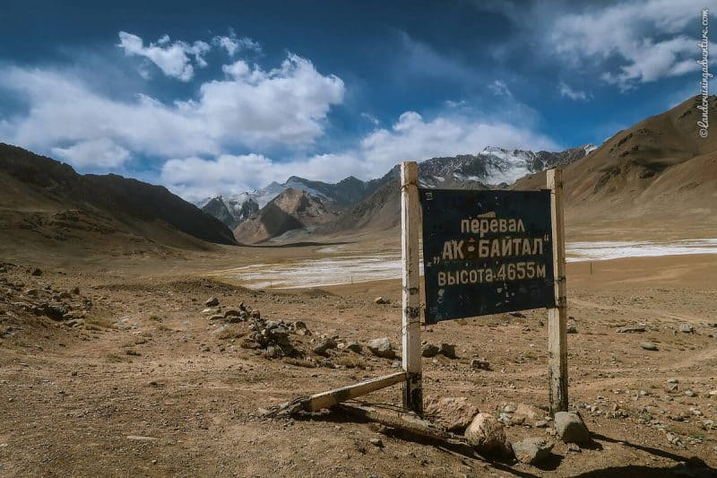 Road Sign in the Pamir Region, Tajikistan (©Coen Wubbels)